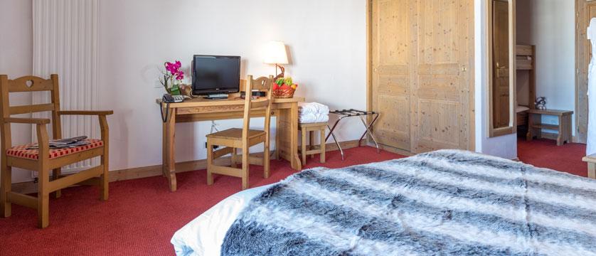 France_LaPlagne_Hotel-Vancouver_Family-bedroom2.jpg
